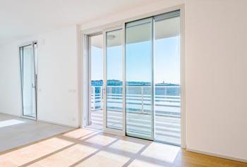 Le caratteristiche costruttive di Residenza Ferarris - ampie vetrate e serramenti in alluminio